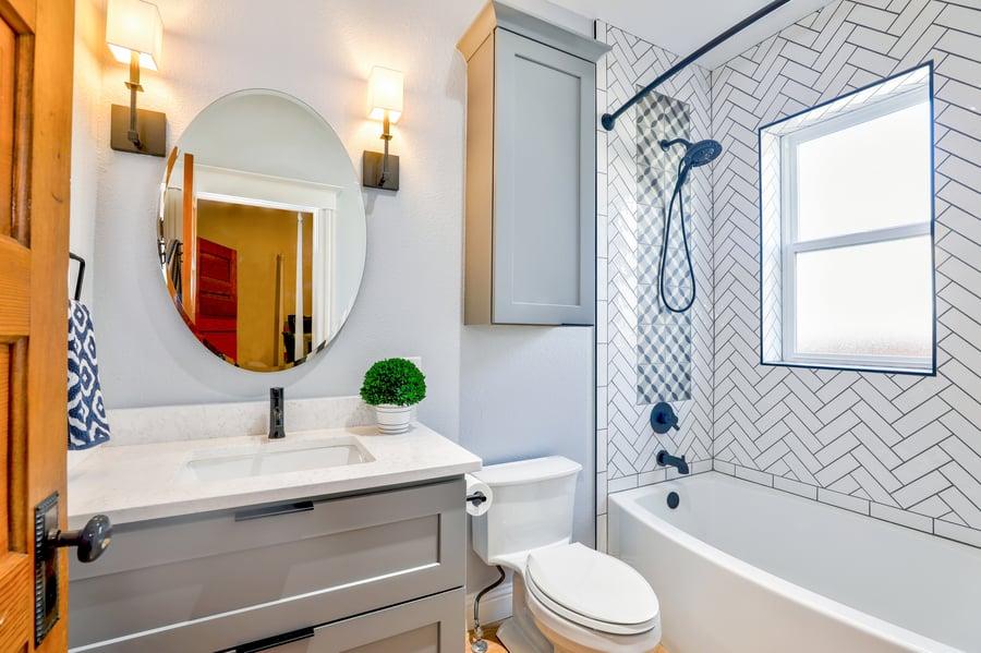 oval-mirror-near-toilet-bowl-1910472